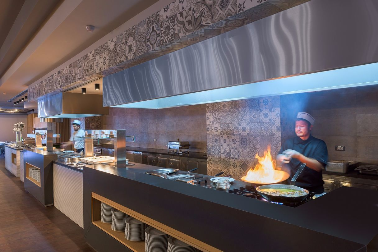 Thalassa_Main_Restaurant_Show_Cooking